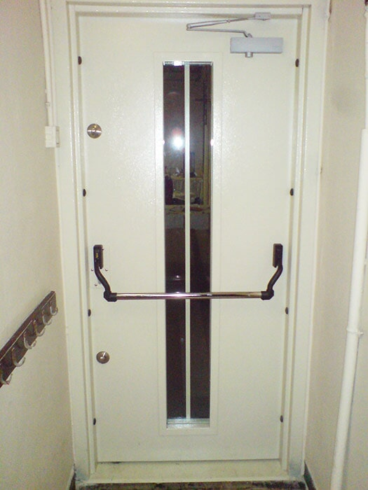 15-minute cold intrusion door with reinforced glass